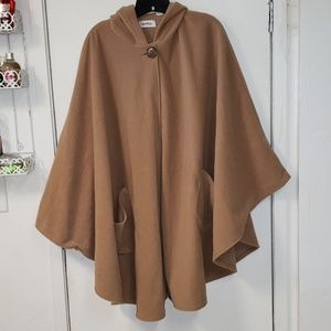 ❄ Warm Hooded Cape